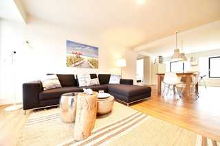 Strandleben / Haus Granitz Wohnraum mit Ecksofa