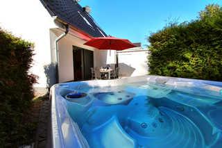 Luxus-Ferienhaus GOLFER´S HOUSE Eigener Außenwhirlpool im Garten