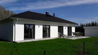 Usedomtourist Karlshagen Haus Frieda Blick auf das Haus und die Terrasse