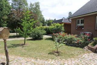 Idyllische Ferienwohnung im Müritz-Nationalpark bei Waren Garten und Ferienhaus