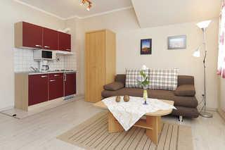 Ferienwohnung Inselblick Wohnzimmer mit integrierter Küche
