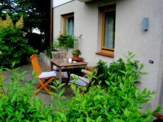 Fewo Seegarten Sitzplatz vor dem Haus