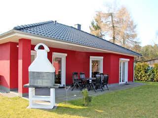 rotes Ferienhaus im Fischerdorf Haus Nordwind
