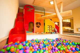 Familien-Ferien-Wohnung by Holzbau Keller Spielezimmer