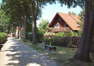 Ferienwohnungen Haus Süderwall Süderwall in Esens und Hausansicht mit Balkon