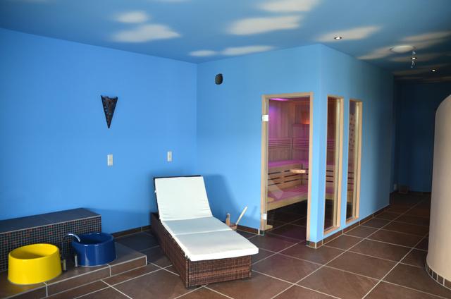 Sauna, Dampfbad, Ruheraum und Sonnenterrasse