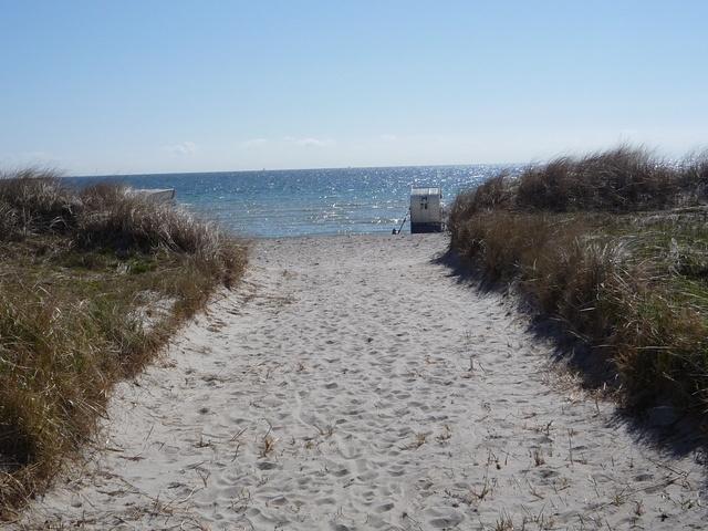 Durchgang zum Sandstrand, nur 100 m entfernt