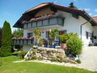 Haus Renate in Waldkirchen Blick auf Haus mit Balkon der Maisonettwohnung Og.