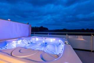 VILLA MON BIJOU / Luxus-OG-Fewo Eigner Außenwhirlpool auf dem Balkon