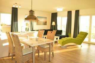 Komfortwohnung mit Weitblick Wohn- und Essbereich
