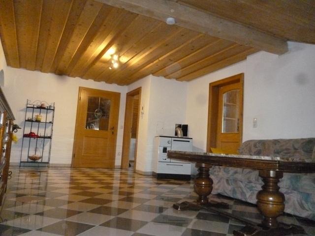 Wohndiele Maisonette Holzofen und Fußbodenheizung.