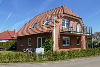 Haus am Deich - Feriendomizil mit Terrasse Ferienhaus mit 2 Ferienwohnungen, die Ferienwoh...