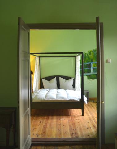 Ap. Monet, Blick in den Schlafraum