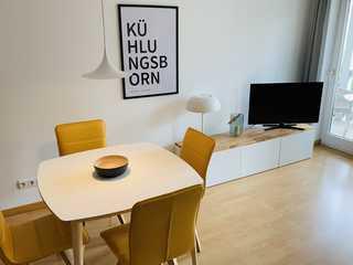 Barbarossa Whg B-12 .. Das modern eingerichtete Wohnzimmer mit Zugang ...