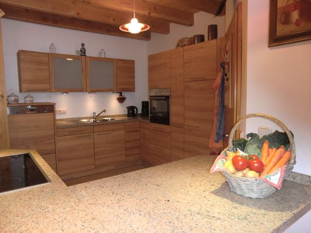 Top-Kernbuche-Küche, gr. Kochinsel zum Eßbebereich