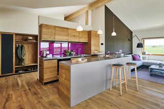 Wohngesundes Designferienhaus mit exklusiver Ausstattung Offene Küche mit Wohn und Essbereich