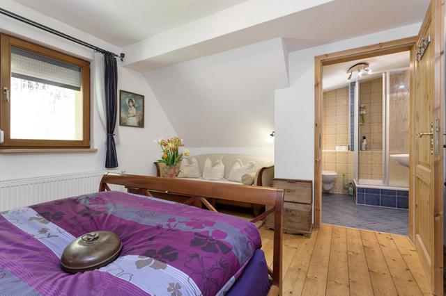 Schlafzimmer mit Badezimmer 1 Etage