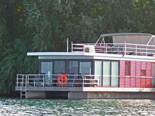 FLOATING 44 Xanten - Haustiere möglich Ihr schwimmendes Ferienhaus mit großer Bugterra...
