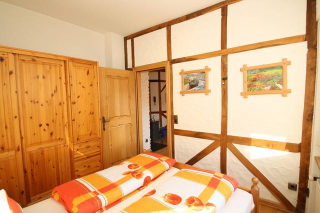 simonis mit hallenbad und sauna in zell objekt nr 21698. Black Bedroom Furniture Sets. Home Design Ideas