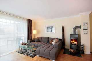 Ferienwohnung 34RB22, Villa Daphne Wohnbereich mit Kamin