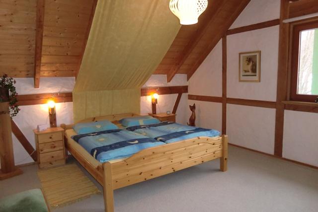 Schlafzimmer Sternenhimmel mit Babybett im OG