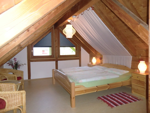 Doppelzimmer Herzkämmerchen mit Kinderbett im DG