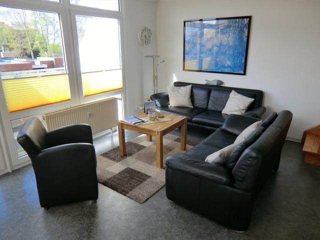 Deichblick - Ferienwohnung in Schilling Gemütliche Couchgarnitur im Wohnbereich