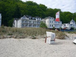 Ferienwohnung Villa Strandperle im Ostseebad Binz auf Rügen Blick vom Strand auf die Villa Strandperle