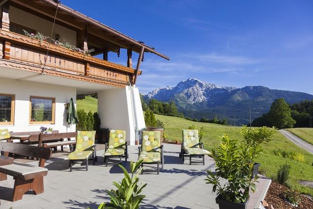 Sonnenterrasse mit Bergblick Gästehaus Lärcheck