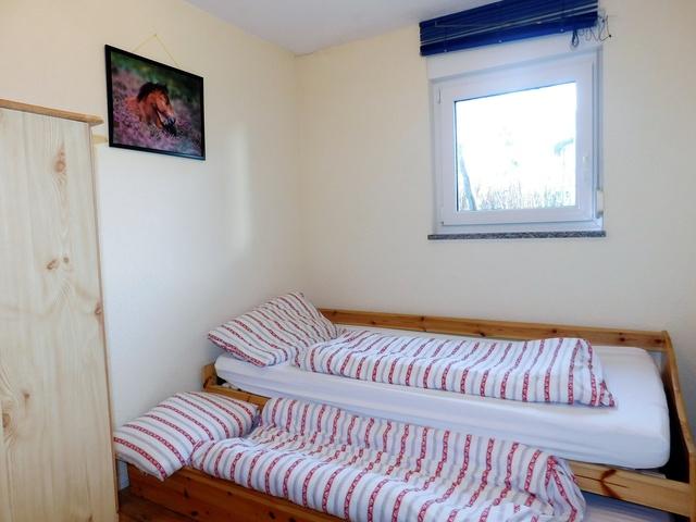 das zweite Schlafzimmer Souterrain rechts