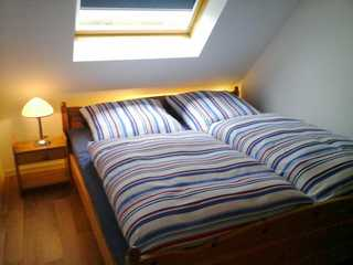 Ferienwohnung Deichblick Schlafzimmer mit Doppelbett