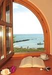 Direkter Blick aufs Meer aus dem Reetdachhaus