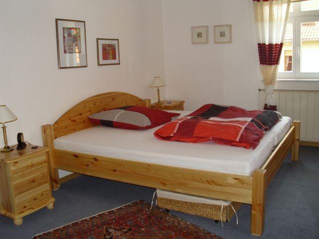 Schlafzimmer 2, 1.OG mit direktem Zugang zum Bad