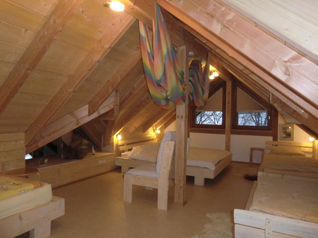 Dachsbau mit 5 Massivbalken-Betten