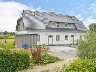 Haus Mönchgut F 609 Haushälfte 2 mit Terrasse + Garten Die Außenansicht vom Haus Mönchgut in Alt Redde...