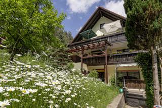 Haus Wiesenttal Balkone der Ferienwohnungen (Foto:Jonas Listl)