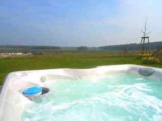 HAUS BELLEVUE / Luxus-OG-Fewo Hauseigener Außenwhirlpool (ganzjährig 38°C) / ...