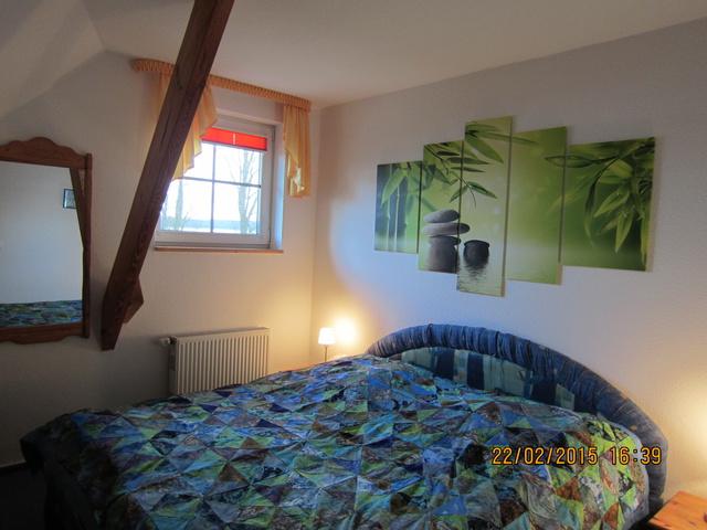 Schlafzimmer mit 2 mal je 100 x 200 cm Matratratze