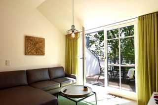 Strandmöwe / Villa Sofie Wohnraum mit Balkonzugang