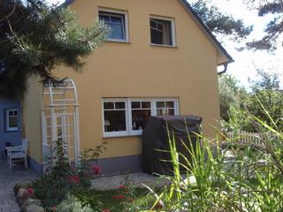 OS: Doppelhaushälfte Weinrich mit Terrasse (Süd/West) Hausansicht