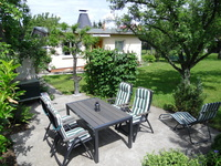 Ferienhaus Wedde Terrasse mit Blick zum Ferienhaus