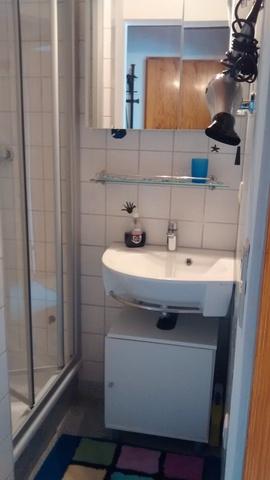 Waschbereich und Dusche