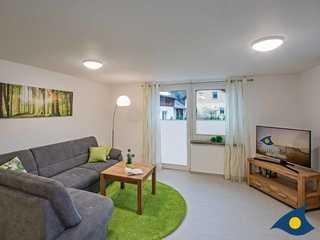 Ferienhaus Buntspecht Wohnzimmer mit Zugang zur Terrasse