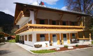 Ferienhaus Badersee Außenansicht mit Terrasse Hüttenzauber