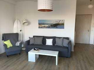 Moderne Strandnahe Ferienwohnung Tümmler Wohnraum mit Schlafcouch