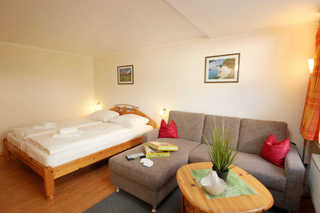 Ferienwohnung 64RB3, Alte Tischlerei Wohn- und Schlafbereich