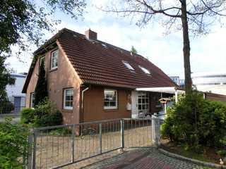 Ferienwohnung Zentrum Buxtehude Außenansicht der in der Ersten Etage befindlich...