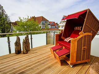 Frauke im Anker Ferienwohnung eigener Strandkorb auf der Terrasse