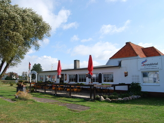 Pension Hiddensee in Neuendorf Fassade mit Restaurant