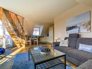 Bernstein Whg. BE-15 . Der Wohnbereich mit Treppenaufgang zum OG